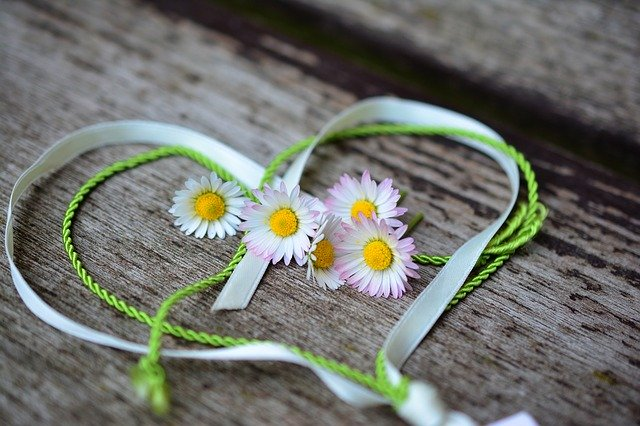 picture of a heart made from ribbon and flowers